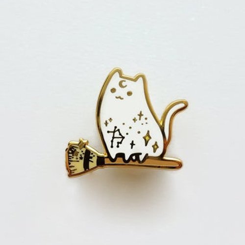 Witch Broomstick Cat Enamel Pin(White)